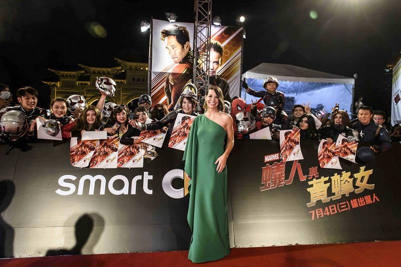 Bên cạnh đó, Evangeline Lilly đã từng nhận được một Đề cử Quả Cầu Vàng cho vai diễn trong series đình đámLost (2004).Ngoài ra, Lilly còn góp mặt trong bom tấn The Hobbit của đạo diễn Peter Jackson.