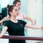 """""""Em chưa 18"""" Kaity Nguyễn sẽ trở thành vũ công ballet hay cao thủ kungfu?"""