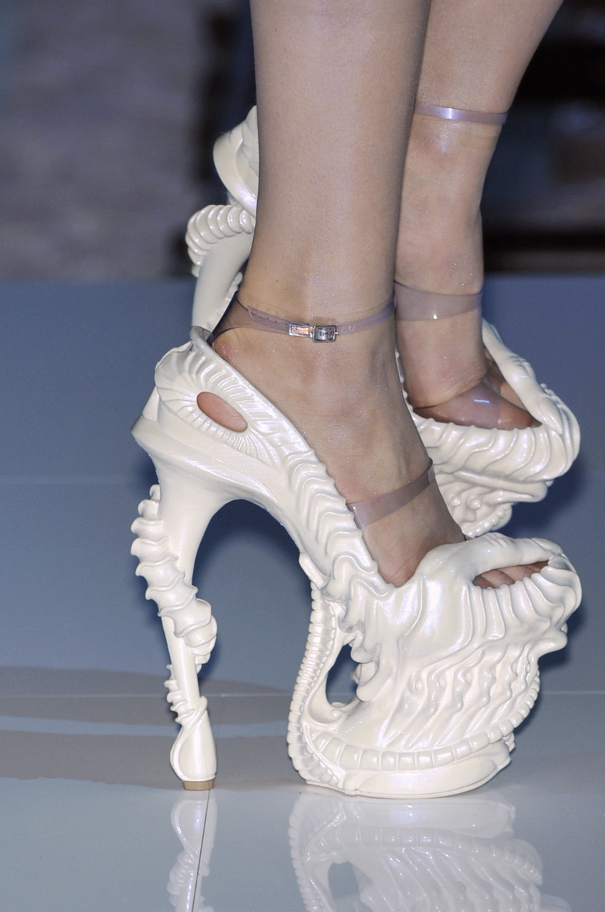 alexander_mcqueen_-_spring-summer_2010_platos_atlantis_rtw_collection_003