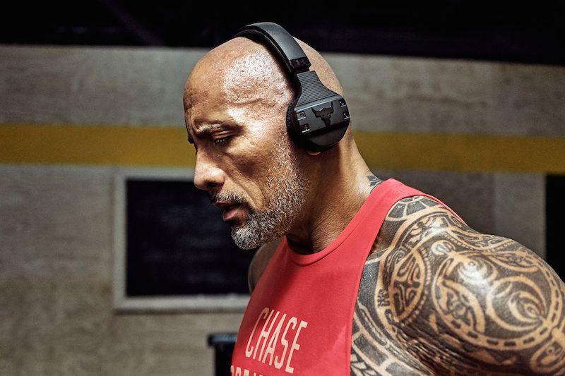 """""""The Rock"""" lại """"dấn thân"""" qua mảng công nghệ khi ra mắt tai nghe thể thao chống mồ hôi"""