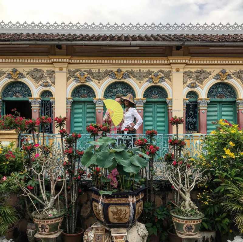 NTK Kim Jones và Naomi Campbell đi thăm nhà cổ Bình Thủy tại Cần Thơ.