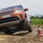Với xe Land Rover, ai cũng có thể vô tư off-road