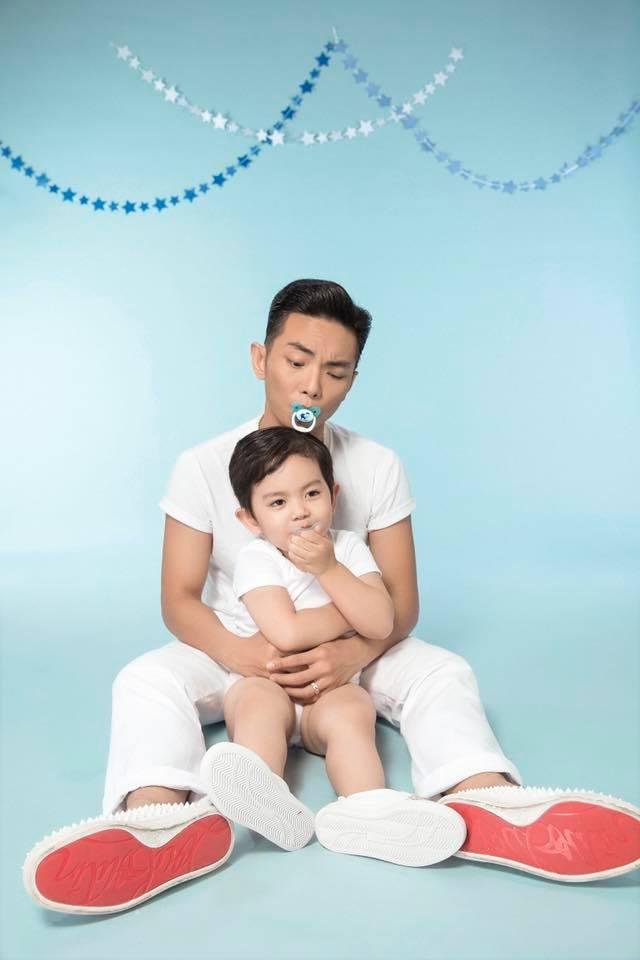 """""""Sau này Kubi lớn lên có đi theo… gái cũng chẳng sao, miễn con biết đâu là gia đình và hiếu thảo với ba mẹ là được."""" - Phan Hiển"""
