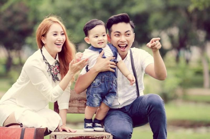 Vợ chồng Phan Hiển - Khánh Thi và con trai Kubi Minh Cường