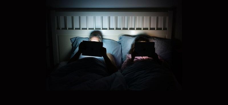 Phụ thuộc vào ánh sáng nhân tạo,hay từ các thiết bị điện tử đang khiến cho người ta ốm yếu hơn, đó là chưa kể đến những bệnh về mắt.