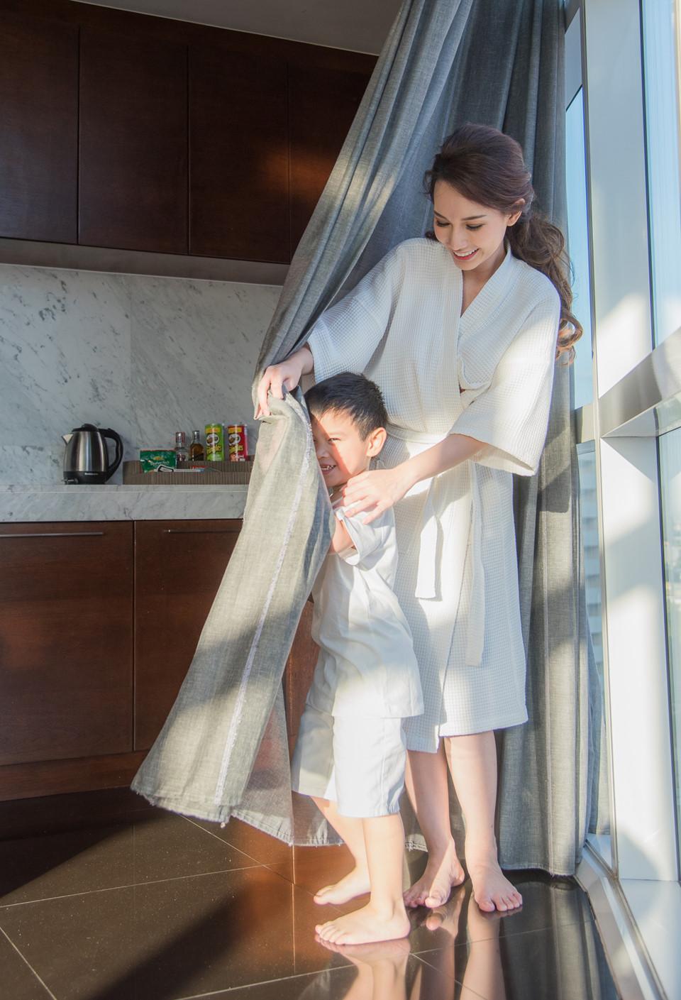 Quỳnh Chi và con trai trong một cuộc gặp hiếm hoi của hai mẹ con