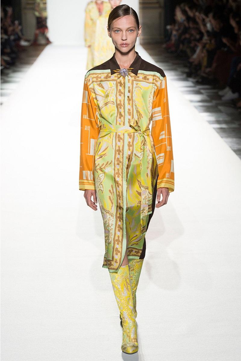 Giữa vô vàn thiết kế váy lụa mềm mại mùa xuân hè 2018, Dries Van Noten xứng đáng được tôn vinh bởi sự sáng tạo của mình. Đó có thể là những bộ váy lụa dài mềm mại...