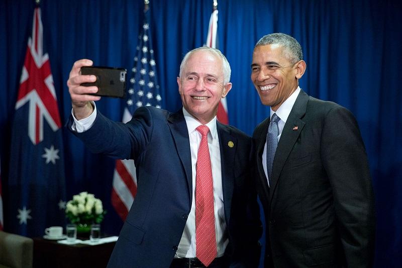 Cựu Tổng thống Mỹ Barack Obama trong một tấm ảnh selfie.