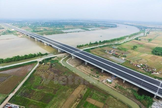 """""""Ông chủ"""" đường cao tốc Hà Nội-Hải Phòng như ngồi trên… đống lửa"""