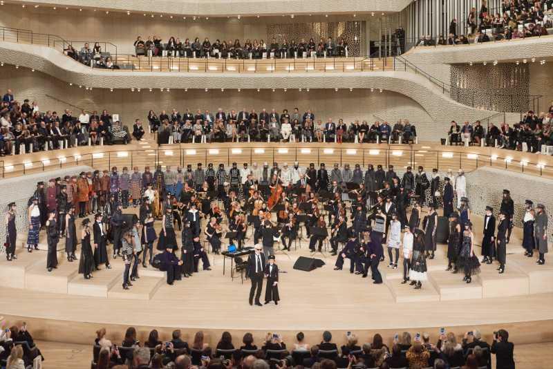 Show diễn BST Métiers d'Art Paris-Hamburg của Chanel được tổ chức tại nhà hát giao hưởng Elbphilharmonie ở Hamburg, Đức.