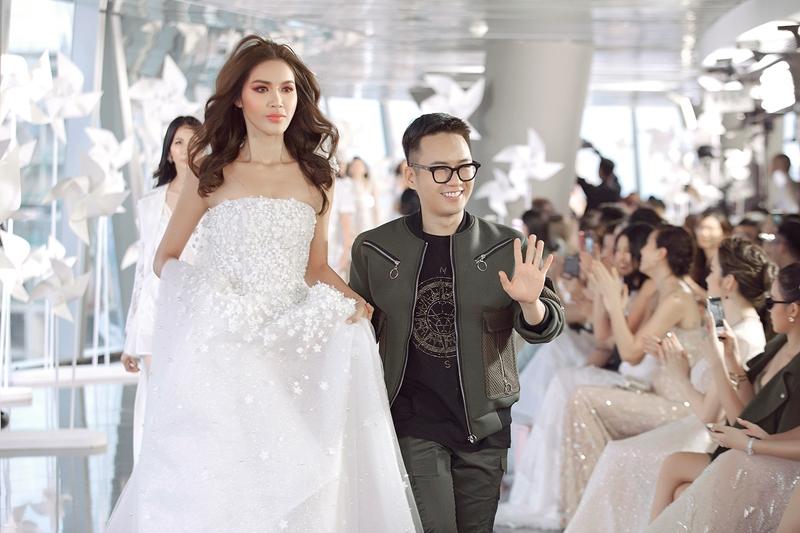 Trải qua hơn trăm giờ đồng hồ từng thiết kế, 8 năm ấp ủ để thực hiện bộ sưu tập. Chung Thanh Phong ngày càng khẳng định mình hơn trong giới thời trang vì những thiết kế anh đem lại không chỉ thể hiện được cá tính riêng, tiếp nhận những xu hướng thời trang và có tính ứng dụng cao đến công chúng.