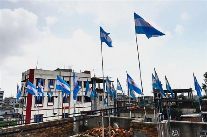 """World Cup 2018: Dịp """"kiếm cơm"""" của nghề làm cờ ở Bangladesh"""