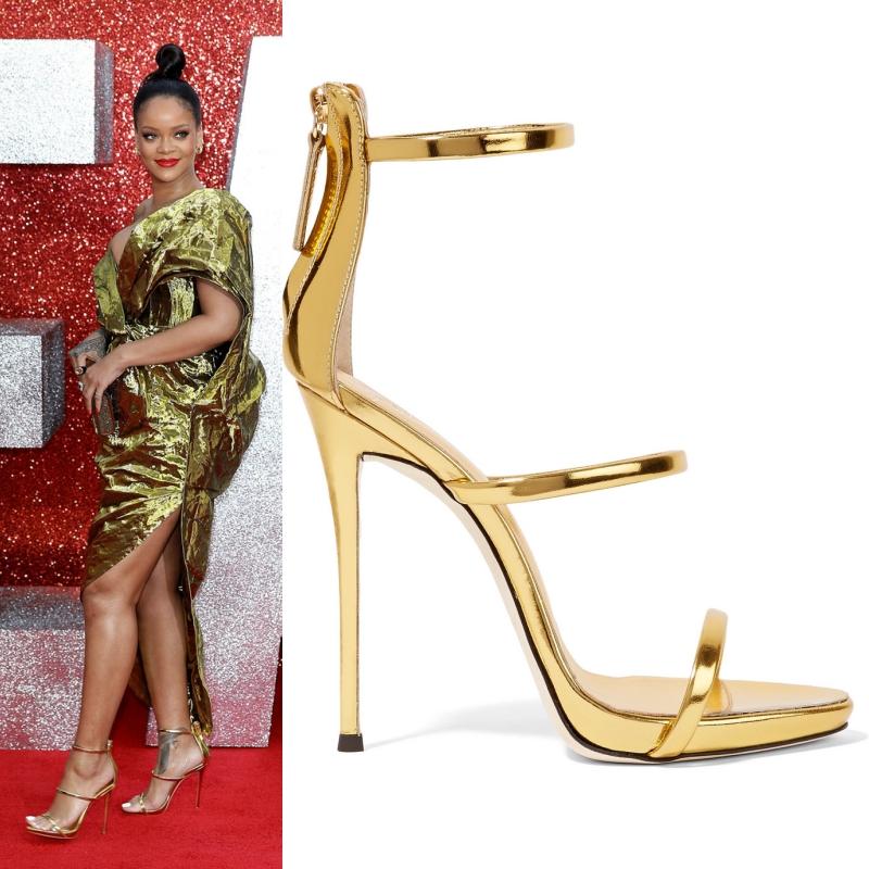Rihanna phối đôi sandals Harmony của Giuseppe Zanotti cùng tông vàng ánh kim.