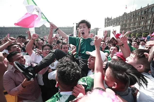 Sau khi chiến thắng tuyển Đức, người Hàn Quốc được dân Mexico đối xử như ông hoàng