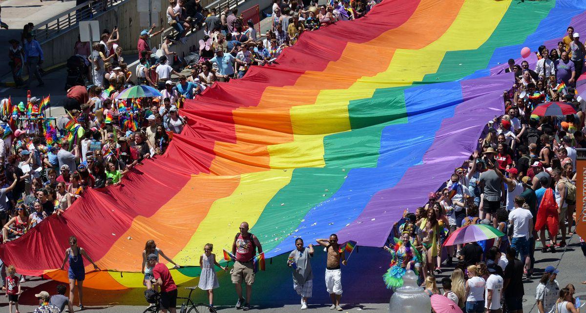 Lá cờ LGBT khổng lồ tại thành phố Salt Lake City ở bang Utah (Mỹ).