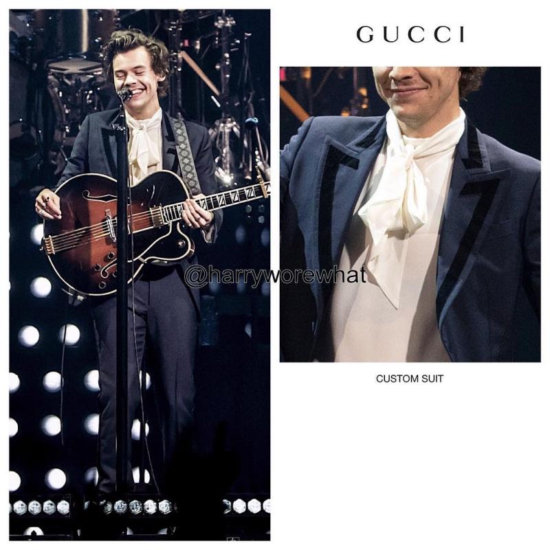 """Chàng ca sĩ sinh năm 1994 """"lột xác"""" hoàn toàn trong những bộ trang phục của Gucci."""
