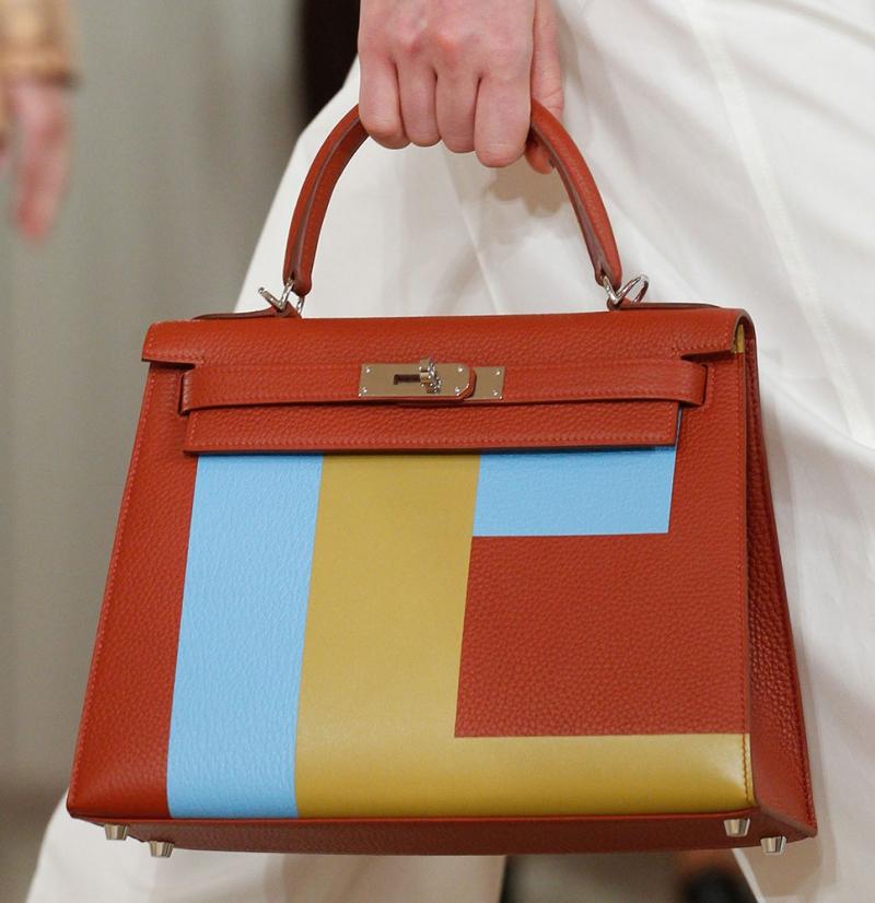Túi Kelly mang chữ E.