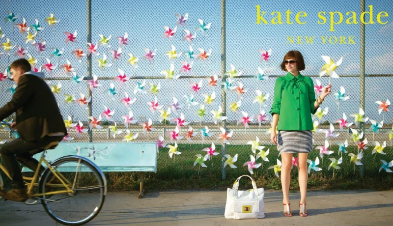 Hình ảnh tươi vui, lạc quan, yêu đời luôn gắn liền với thương hiệu Kate Spade New York.
