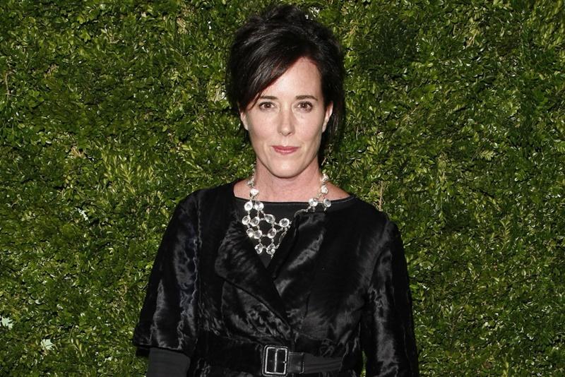 Trước đó, nhà thiết kế Kate Spade's cũng treo cổ tự tử, cô đã bị mắc bệnh trầm cảm nhiều năm