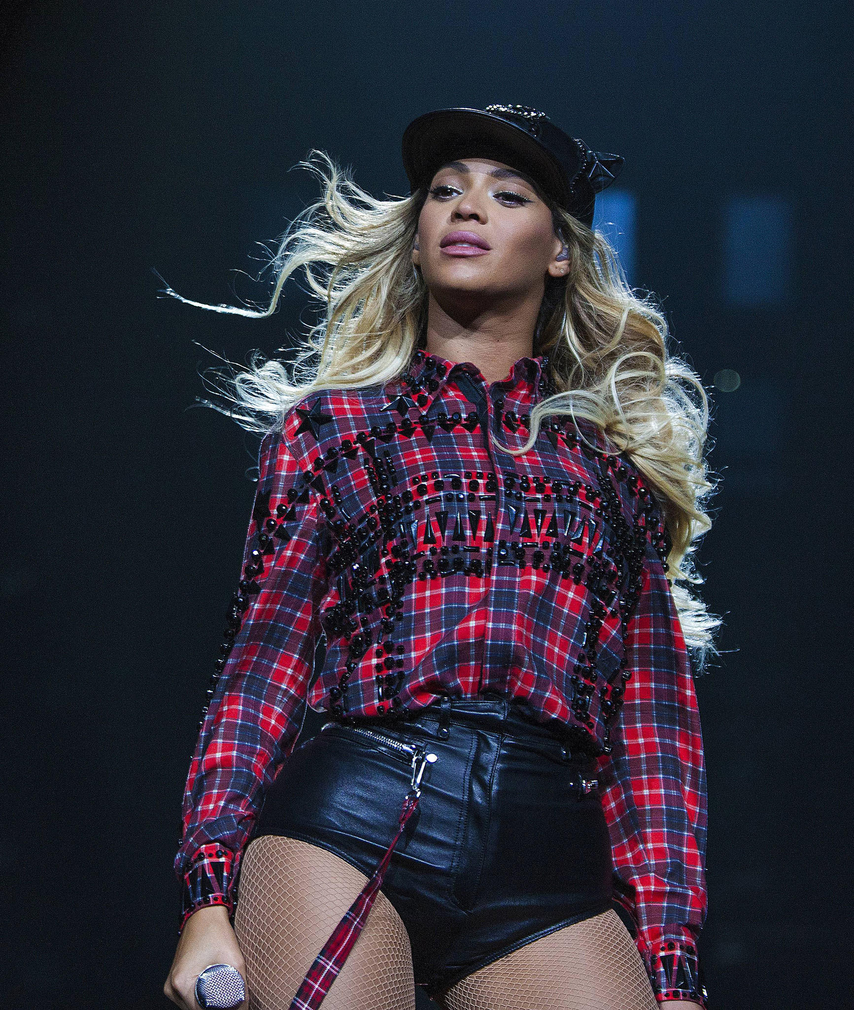 la-ar-beyonce-debuts-new-mrs-carter-tour-costu-001