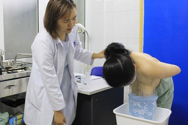 Phẫu thuật tạo hình thành công cho bệnh nhân có bộ ngực khổng lồ