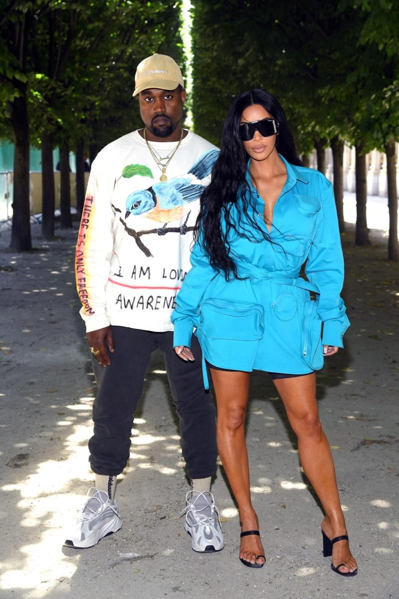 Hai vợ chồng Kanye West và Kim Kardashian West xuất hiện và ngay lập tức trở thành tâm điểm của mọi sự chú ý.