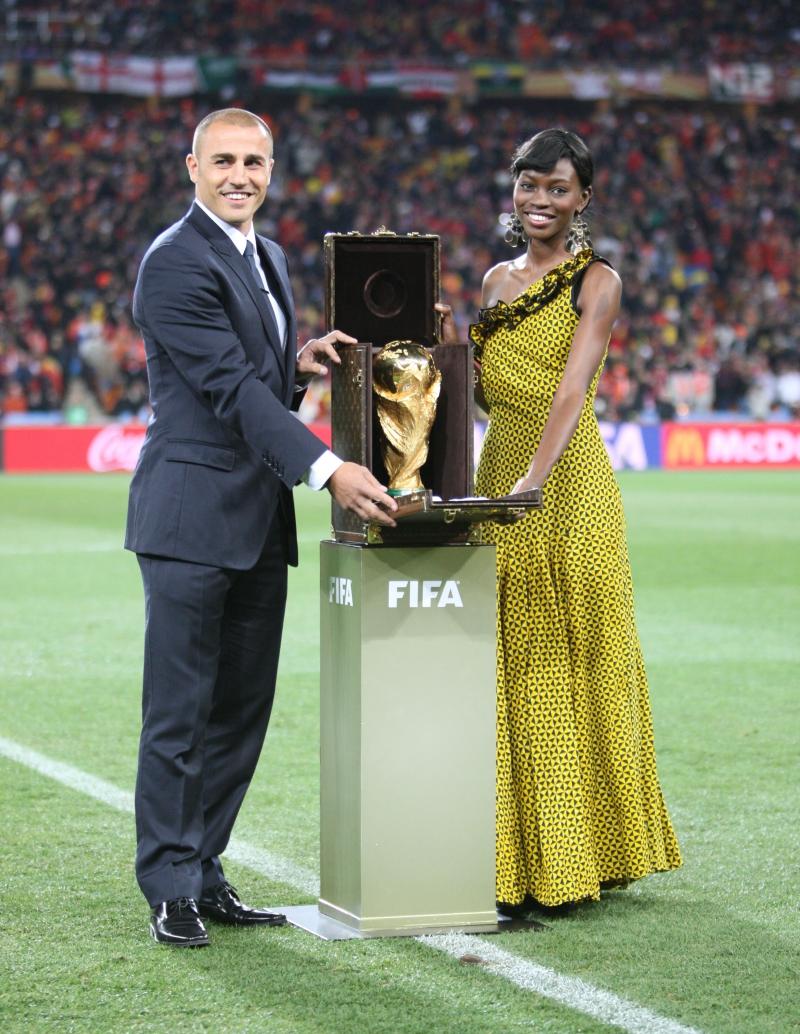 Trong trận chung kết World Cup năm 2010, cựu tuyển thủ Ý Fabio Cannavaro là người mang cúp FIFA trong chiếc hộp do Louis Vuitton thực hiện trên sân vận động Soccer City tại Johannesburg, Nam Phi.
