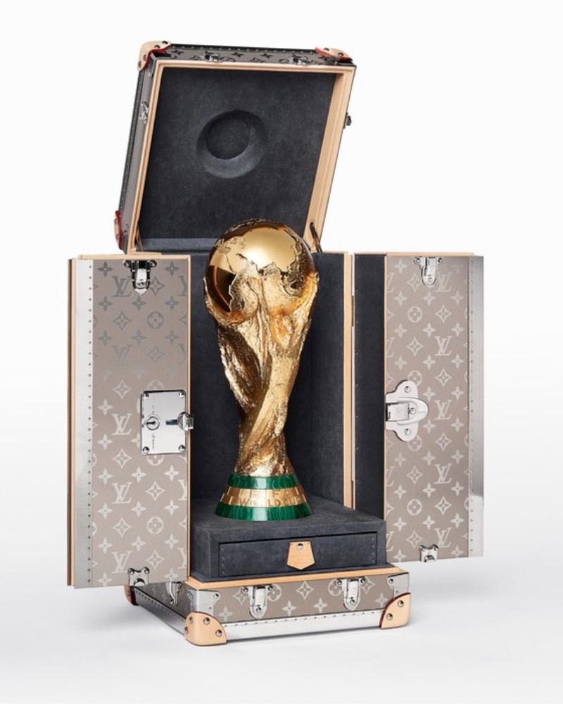Chiếc cúp FIFA sẽ được đựng trong hộp đựng có vỏ bằng titanium từ thương hiệu Louis Vuitton.