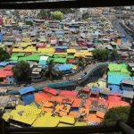 """Ấn Độ """"mặc"""" những chiếc áo rực rỡ sắc màu cho các khu ổ chuột"""