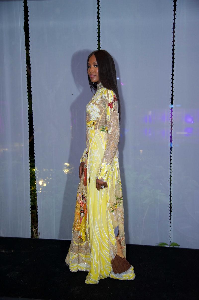 Naomi Campbell trong thiết kế áo dài của NTK Nguyễn Công Trí.
