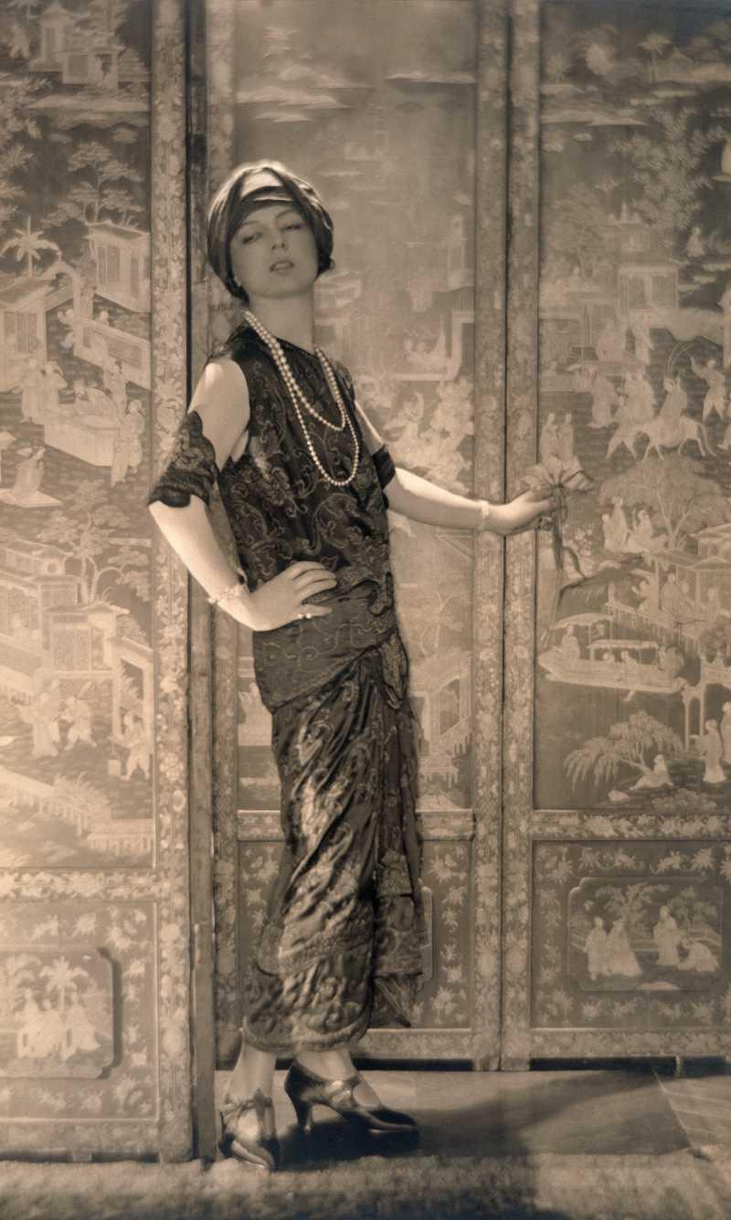 Chiếc vòng cổ được đặt tên theo NTK Jeanne Toussaint - Giám đốc Sáng tạo của Cartier trong những năm 1930.