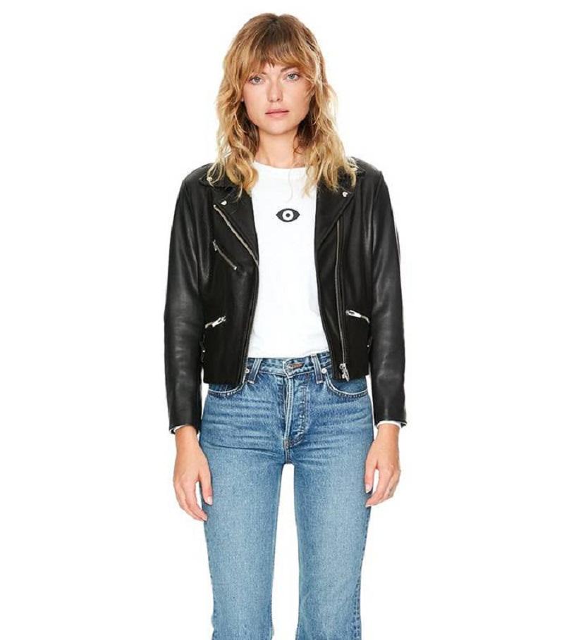 Một gợi ý khác chỉ đơn giản là công thức áo khoác da bên ngòa áo phông và quần jeans cũng không bao giờ lo lỗi mốt.