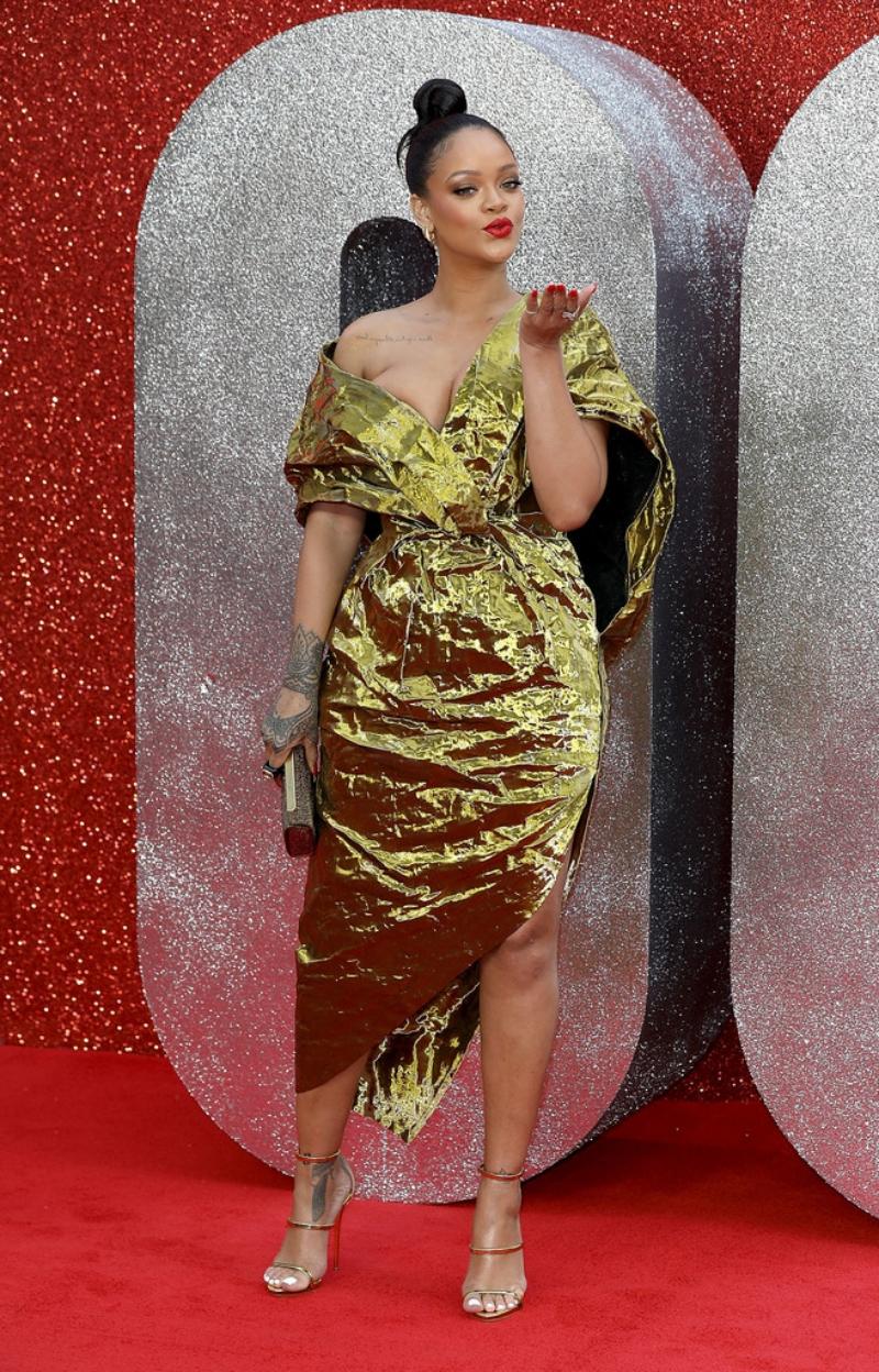 Ngay cả khi Rihanna tạm gác lại sự nghiệp ca hát của mình để tập trung kinh doanh thời trang, mỹ phẩm và điện ảnh, cô vẫn nhận được sự ủng hộ nhiệt liệt từ người hâm mộ.