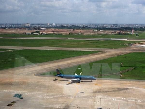 Khai thác vượt tải, 2 đường cất hạ cánh ở Tân Sơn Nhất, Nội Bài bị vỡ