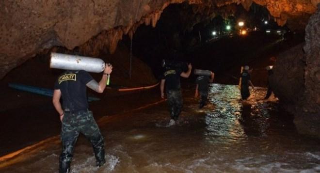 Giải cứu đội bóng nhí Thái Lan ra khỏi hang: Có thể mất tới 4 tháng