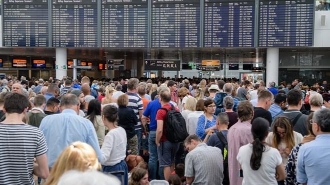 Người lạ xâm nhập vào khu vực an ninh, sân bay Munich hủy 200 chuyến