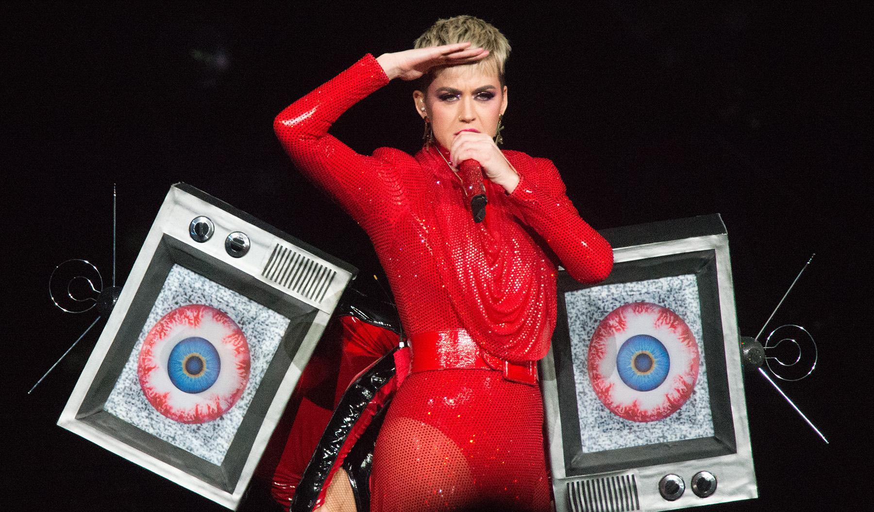 Từ gương mặt dẫn đầu của nhạc pop, Katy Perry rớt hạng
