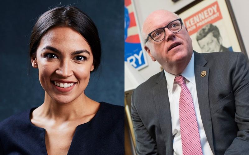 Alexandria Ocasio-Cortez (trái) và Nghị sĩ lão làng Joe Crowley