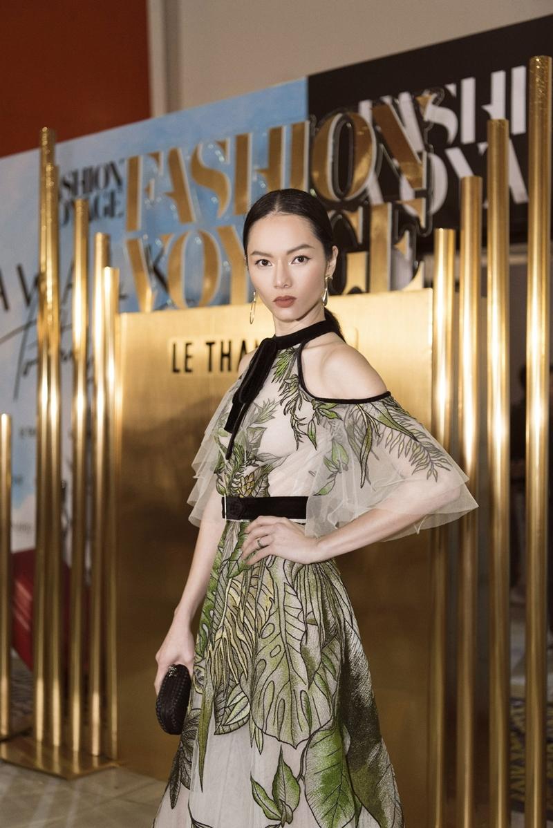 Siêu mẫu Bảo Hòa - nhân vật thường xuyên góp mặt trên các tạp chí đình đám như Elle, Vogue, Teen Vogue, Cosmo Girl, In Style, Marie Claire, GQ,... cũng trở về Việt Nam để tham dự show diễn của NTK Lê Thanh Hòa.