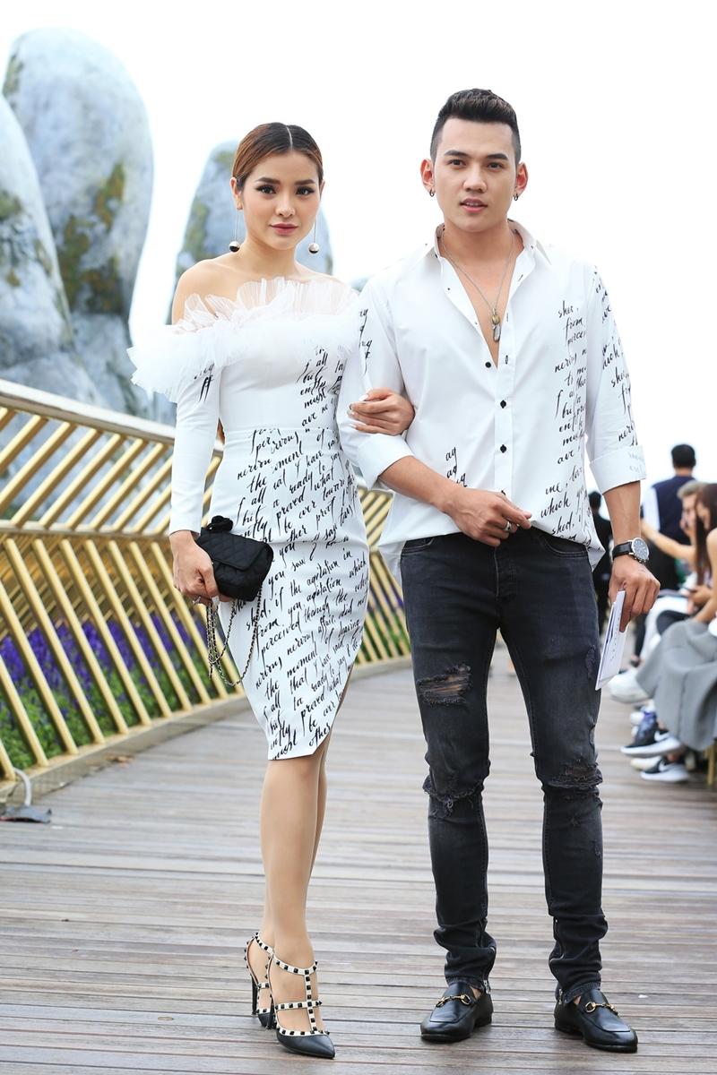 Ca sĩ/diễn viên Phương Trinh Jolie chọn phong cách quý phái với kiểu váy liền, với phần vai phối lông hết sức sành điệu.