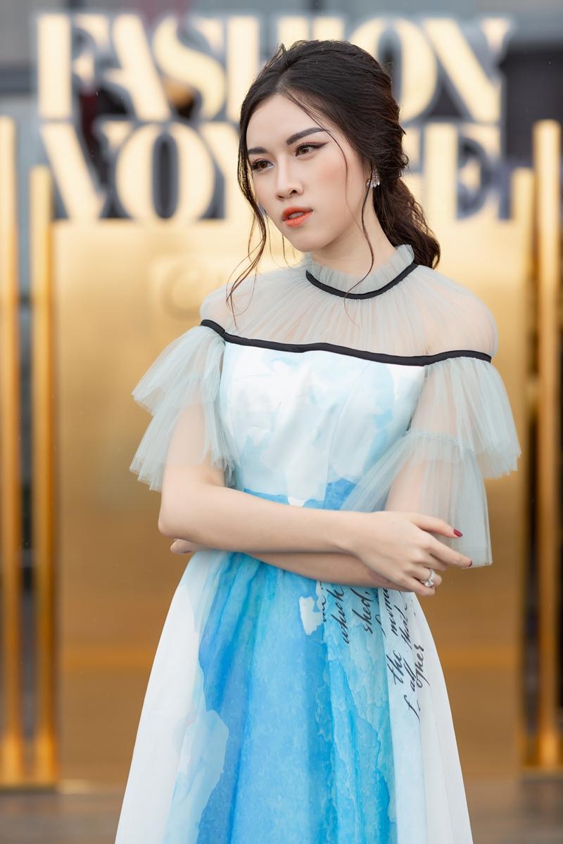 MC Thanh Thanh Huyền dịu dàng khi diện bộ váy tông màu xanh ngọt ngào.