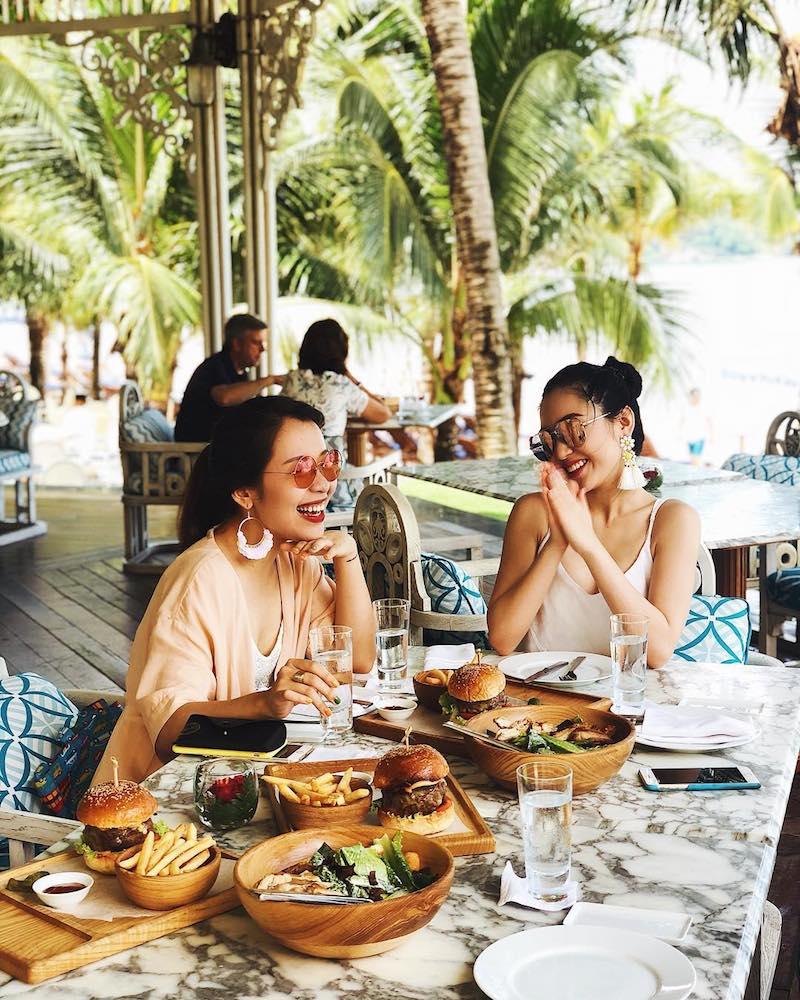 Hai cô nàng Vlogger An Phương và Chloe Nguyễn cũng chọn Lovisa cho chuyến du lịch đầy nắng