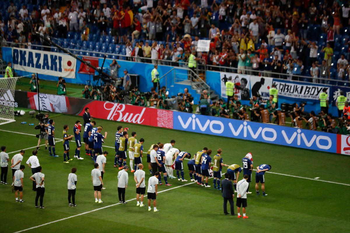 Cúi chào mọi người trước khi rời khỏi World Cup.