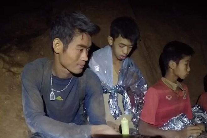 Với không ít người dân Thái Lan, HLV 25 tuổi là thần hộ mệnh cho đội bóng Lợn Hoang