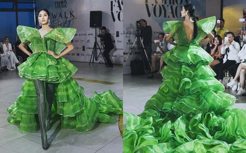 Á hậu Hoàng Thùy và thiết kế tà váy xòe rộng cùng những nếp gấn bèo nhún tạo hiệu ứng thị giá vô cùng bắt mắt.
