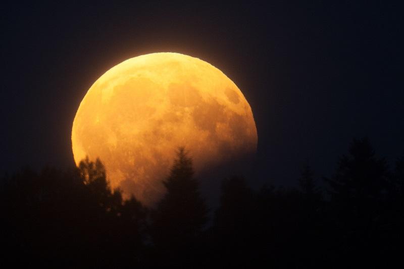 Nguyệt thực dài nhất thế kỷ 21 xuất hiện vào rạng sáng ngày mai sẽ có gì đặc biệt?