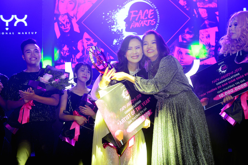 Niềm hạnh phúc của quán quân Mia Trần khi được vinh danh Nghệ sĩ trang điểm của năm 2018.