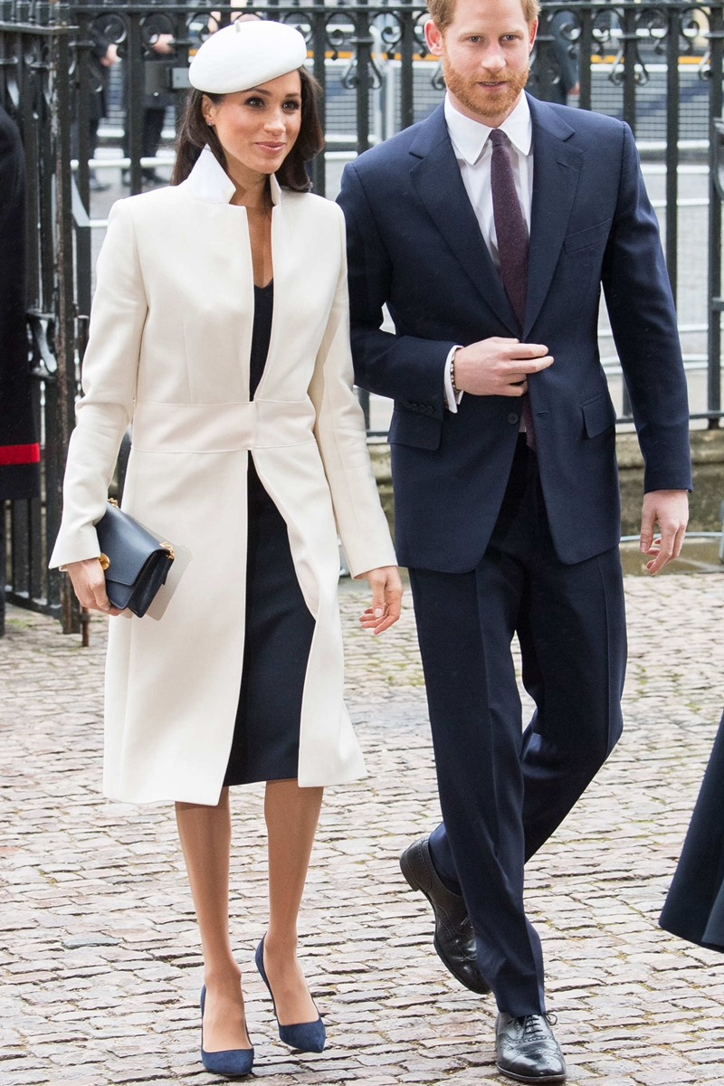 Trong mọi sự kiện, phần lớn trang phục mà cô lựa chọn đều đến từ nhà mốt Givenchy. Đây được xem là thương hiệu gắn liền với phong cách thanh lịch tuyệt đối của Meghan Markle.