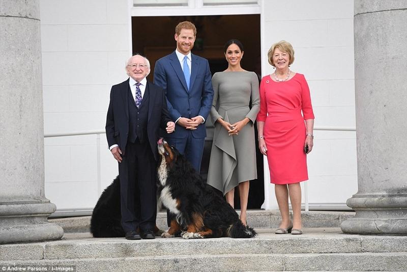 (Từ trái qua) Tổng thống Cộng hòa Ireland, Hoàng tử Harry, Công nương Meghan Markle và phu nhân của Tổng thống Michael Higgins.