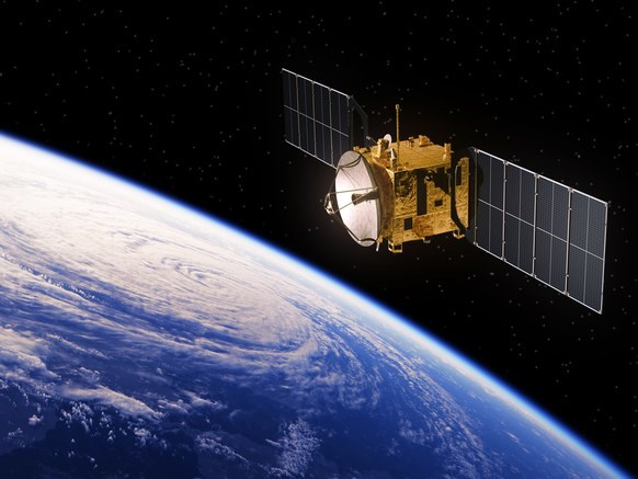 Sau máy bay không người lái, Facebook dùng vệ tinh để phát Internet